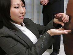 Yuuna Hoshisaki servicig her ultra-kinky bosses needs